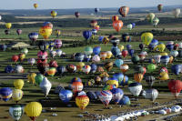 FRANCE-SHOW-BALLOONS